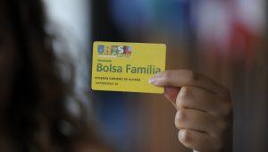 Beneficiários do Bolsa Família começam a receber nesta segunda