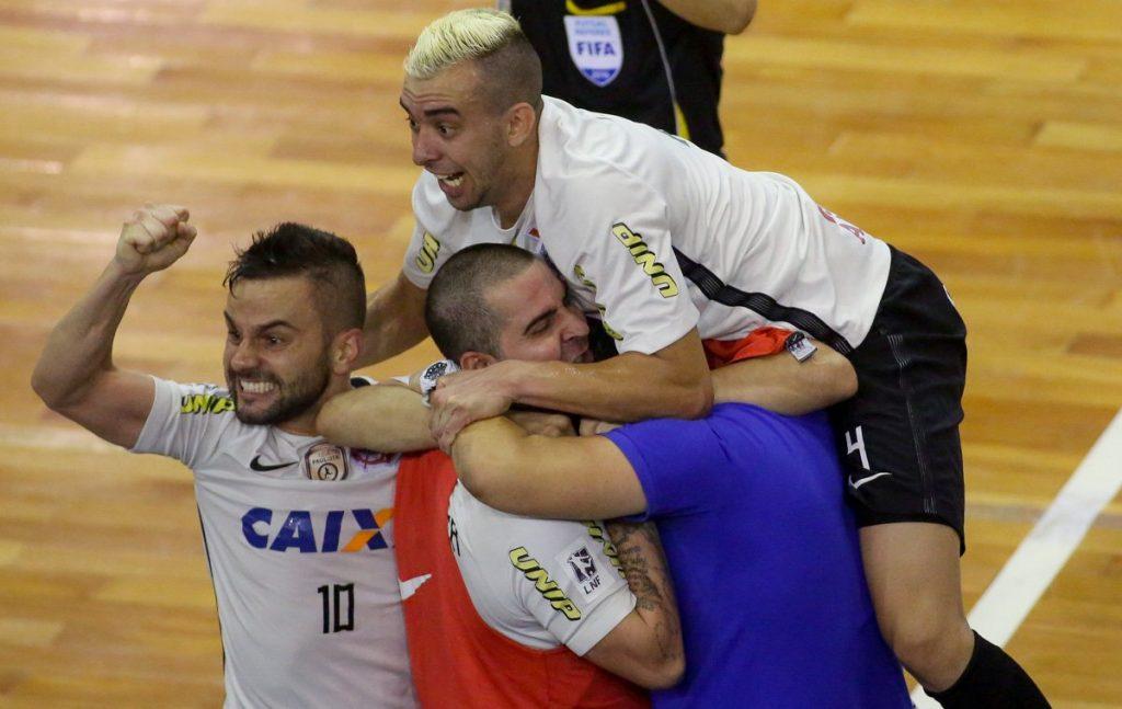 ff6101950dc23 Jogadores do Corinthians comemoram a vitória sobre a Assoeva