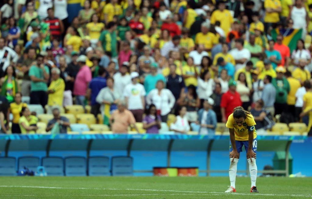 Brasil cai nos pênaltis contra Suécia e irá lutar pelo bronze no futebol  feminino c345083991703