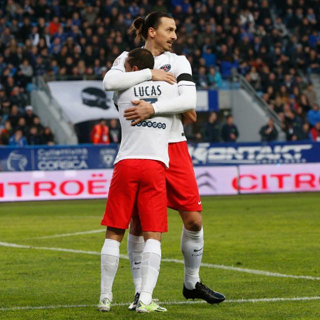 Ibrahimovic Faz Gol De Peito E Garante PSG Nas Semifinais
