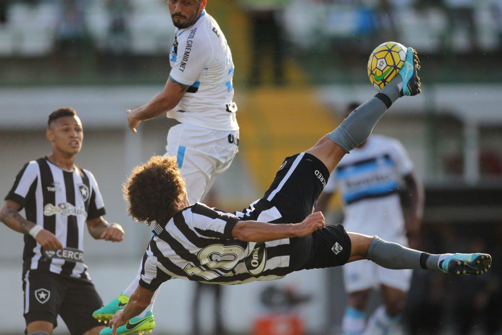 2e82d8f16f ... Camilo marca o primeiro gol do Botafogo no duelo contra o Grêmio