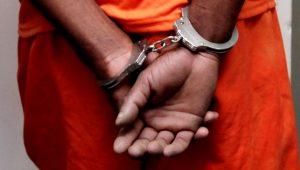 Mãe e padrasto são presos sob acusação de matar criança e enterrar o corpo
