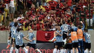 Torcedores ganharão cerveja a cada consulta ao VAR em Flamengo x Grêmio