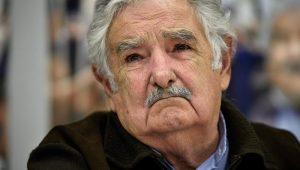 Ex-presidente uruguaio Pepe Mujica visita Lula na prisão nesta quinta