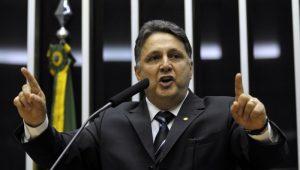 TRE-RJ condena Garotinho a retirar vídeo da internet com propaganda eleitoral