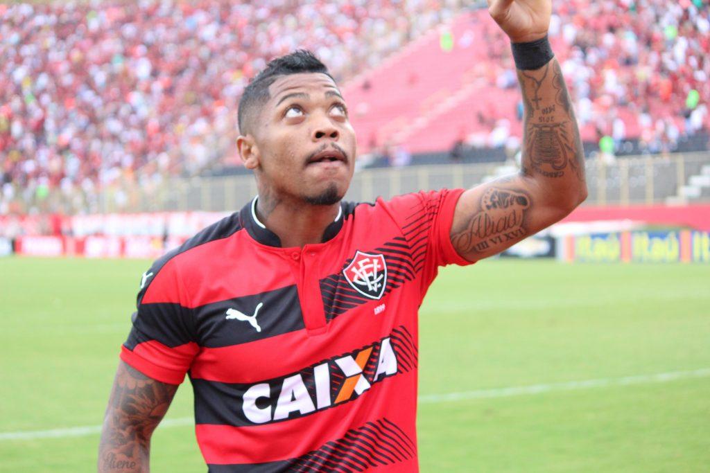 5bbe2080fd Marinho se despede do Vitória e anuncia que vai jogar no exterior ...