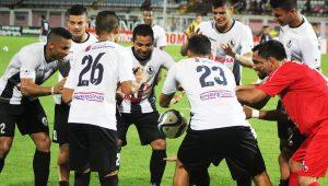 Jogadores levitam a bola ao comemorar gol na Venezuela  veja e402a0d2d0b
