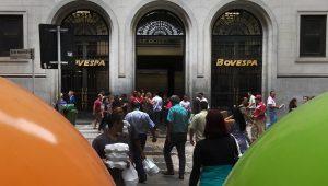 Ibovespa cai 3,10% e, com crise política, tem pior semana em 7 meses