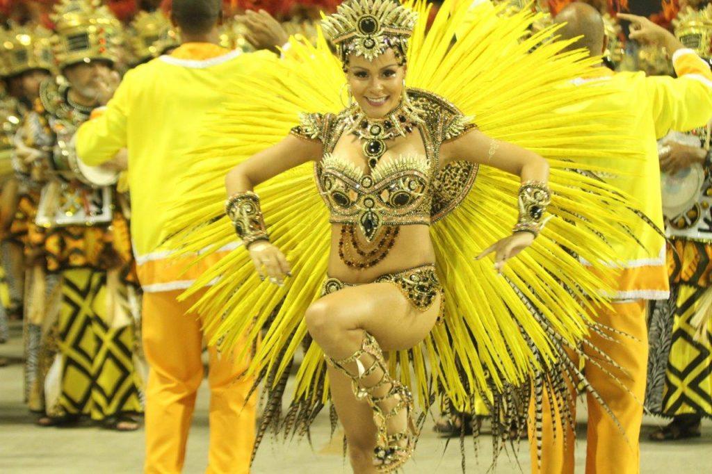 São Clemente abre segundo dia do desfile carioca com homenagem a ... 6bad14fcc67e2