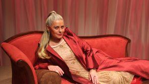 """Vera Fischer vive o próprio Lúcifer na peça """"Ela É o Cara"""""""