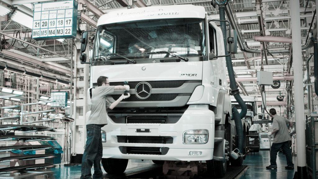 Mercedes benz contrata mais 330 para f bricas no brasil for Mercedes benz 330