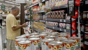 Ainda sob efeito da greve, preços em supermercados sobem 3,55% em junho
