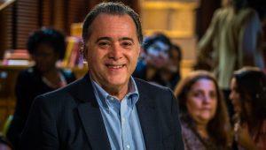'A democracia pode ser difícil, mas sem ela é pior', afirma Tony Ramos