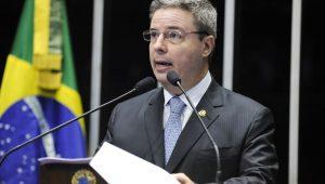 """Presidente do PSDB-MG convoca Anastasia a assumir """"missão"""" de ser candidato"""