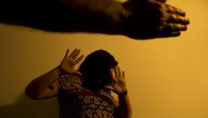 Casos de mortes de mulheres por ex-companheiros levantam debate sobre políticas contra o feminicídio