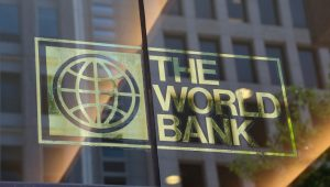 País deve se comprometer com abertura comercial no médio prazo, diz Banco Mundial