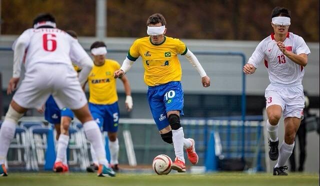 """Melhor do mundo entre cegos é brasileiro e ama Messi  """"dizem que ... 44108349ff801"""