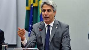 Oposição recolhe assinaturas para convocar Guedes para a CCJ