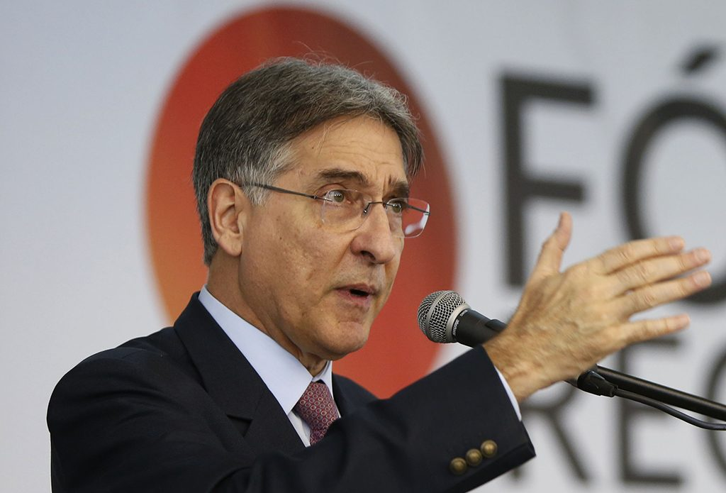 Assembleia de MG suspende tramitação de impeachment de Pimentel
