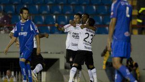 Últimos jogos entre Corinthians e Paraná foram na Série B, com destaque para Dentinho