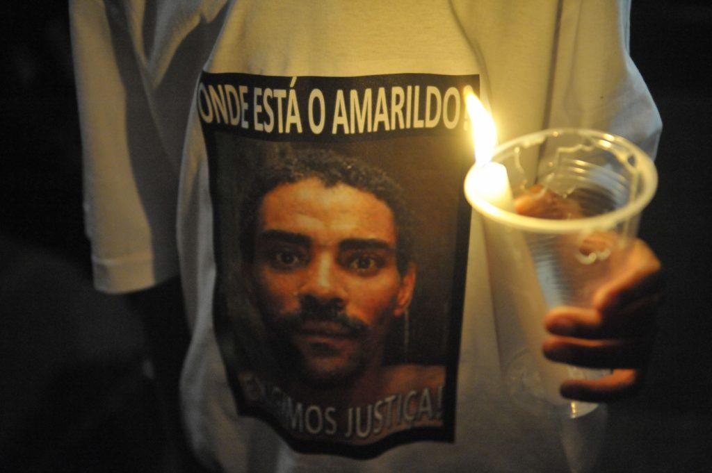 Moradores da Rocinha protestam por causa do desaparecimento do pedreiro  Amarildo em 2013 c95932c86edd3