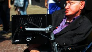 Stephen Hawking faz parte de nossa memória afetiva e transformou a ciência em assunto pop