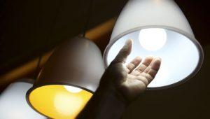Aneel quita empréstimo e conta de luz terá redução de 3,7%