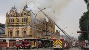 Novas regras para bombeiros visam aumentar prevenção de incêndios em SP, diz porta-voz