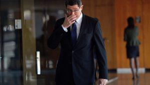 Levy atrela repasse de R$ 126 bi à União a pagamento de BB, Caixa e Estados