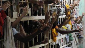Presídios no Brasil vão de um extremo a outro