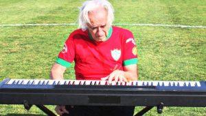 """""""Em cada nota ponho a alma e o coração"""", diz maestro"""