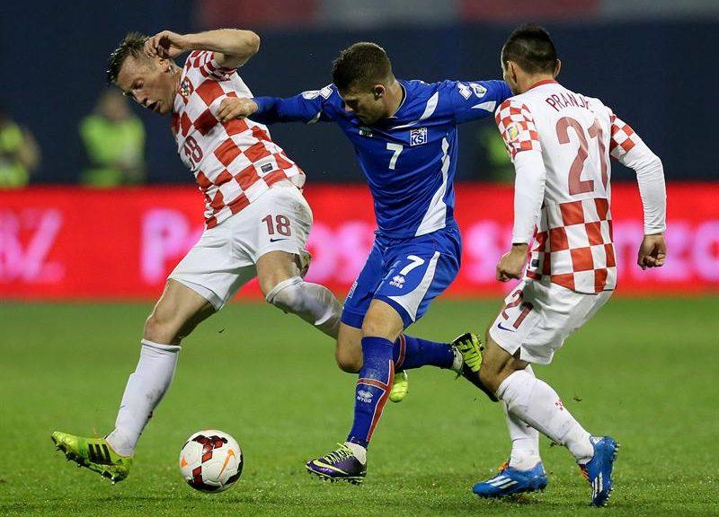 4fa89ae674 Depois cortou 8 atletas. Ele fez o amistoso contra o Brasil com 24 no  elenco e depois cortou um zagueiro.