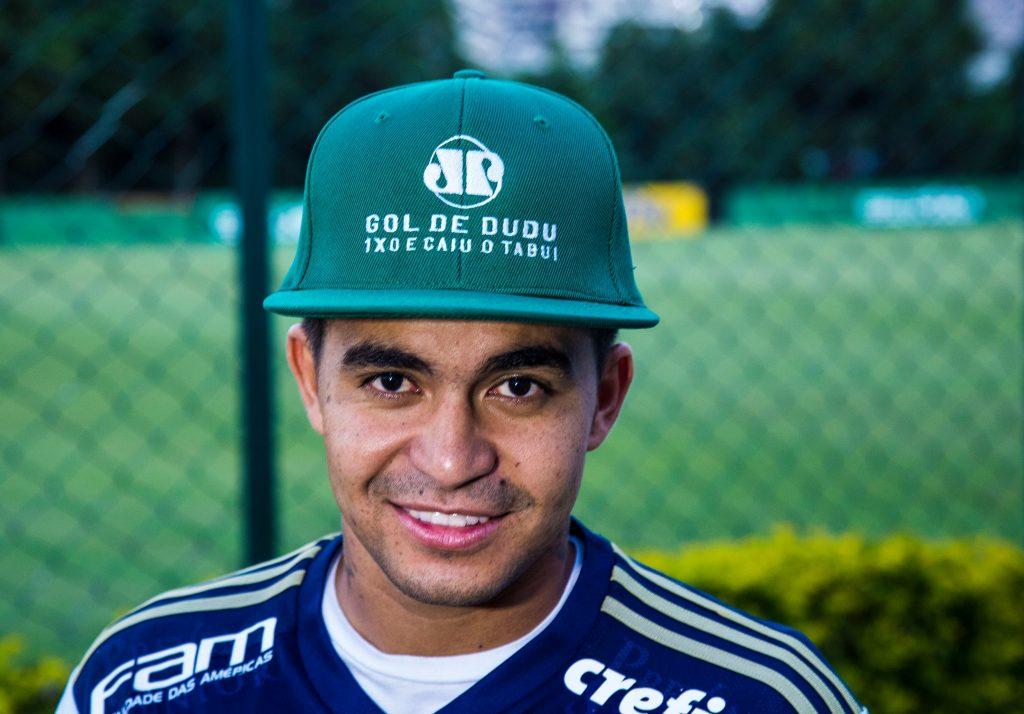 Dudu ganhou um boné personalizado da Rádio Jovem Pan pelo gol feito contra  o Corinthians fad2b06684a