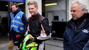 Filho de Schumacher fará 1º teste na Fórmula 1 no GP do Bahrein, diz jornal
