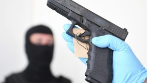Maioria dos americanos não guarda armas de forma segura, aponta estudo