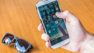 Sem horário de verão, usuário deve desabilitar atualização automática em celular; saiba como