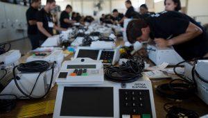 Urnas eletrônicas serão enviadas para 171 países para que brasileiros no exterior possam votar