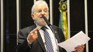 """Líder do PSOL diz que intervenção no Rio é """"nuvem de fumaça"""""""