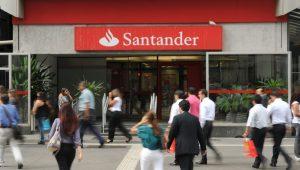 Santander terá que indenizar bancária chamada de burra por ter engravidado