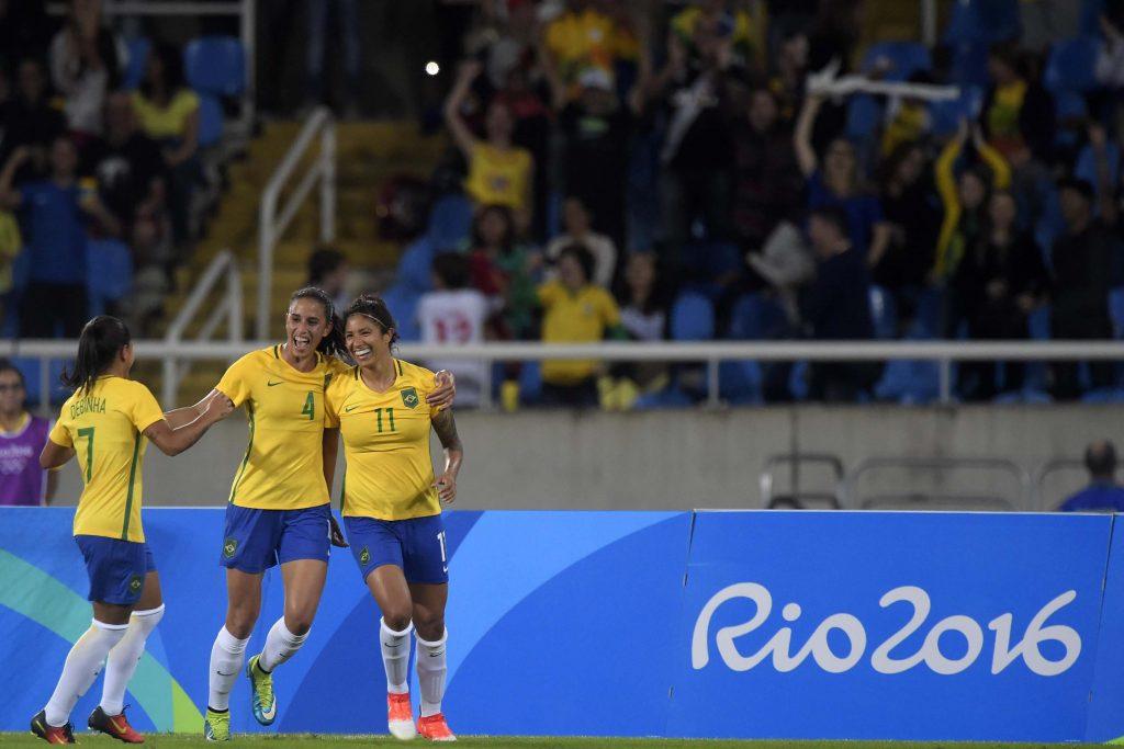 Seleção Feminina de Futebol estreia com vitória diante da China ... 5d3be8e4852b0