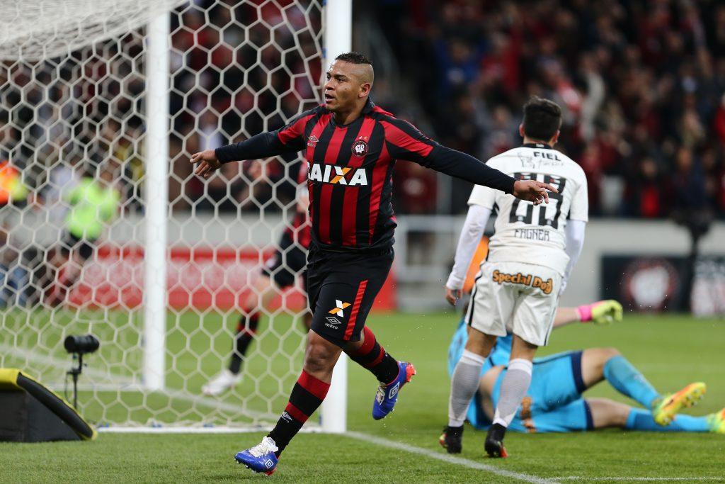 ... Atlético-PR e Corinthians 582dd1752404f