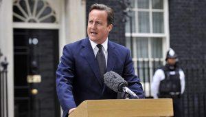Ex-premiê britânico, David Cameron critica decisões de Johnson