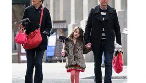 Filha de Tom Cruise estaria desesperada para retomar contato com pai