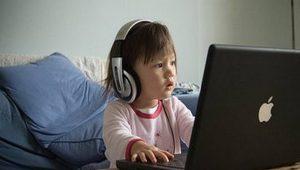 Ficar mais de duas horas no celular traz riscos de concentração na adolescência