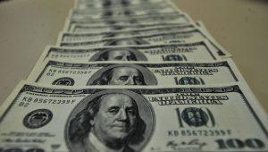 Cotado a R$ 3,4769, dólar fecha em queda após 5 sessões de alta