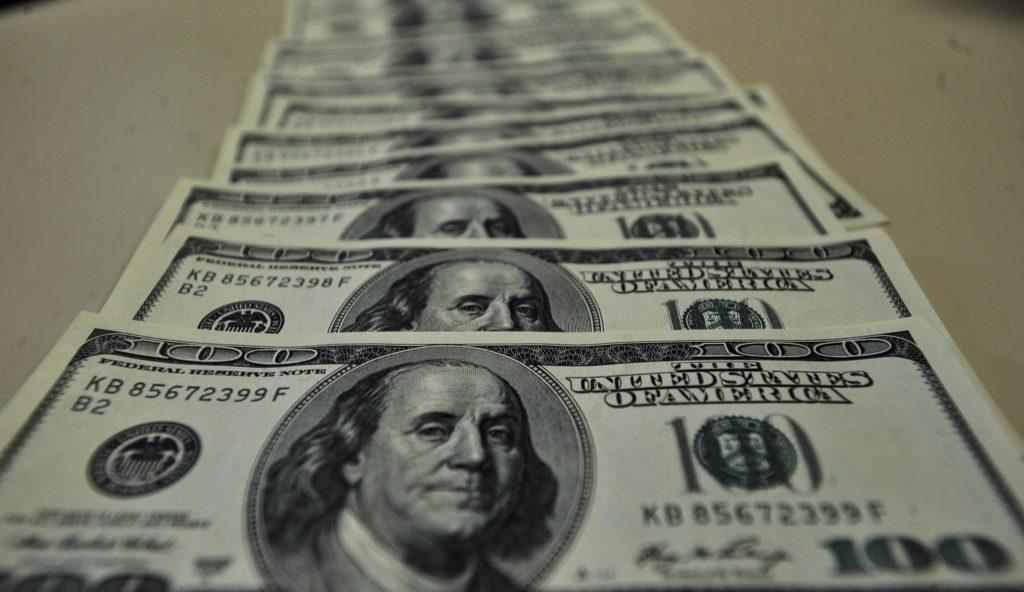Banco Central vai atuar para 'suavizar' alta do dólar