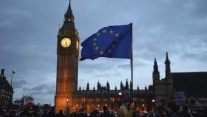 Johnson encontra Merkel e Macron para tentar negociar Brexit