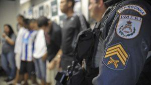 No Rio, policial dispara contra assaltante a menos de 500 m do show do Pearl Jam