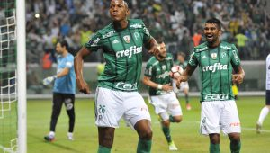Palmeiras é cobrado em R$ 625 mil na Justiça por taxas de vendas de Vitor Hugo e Mina