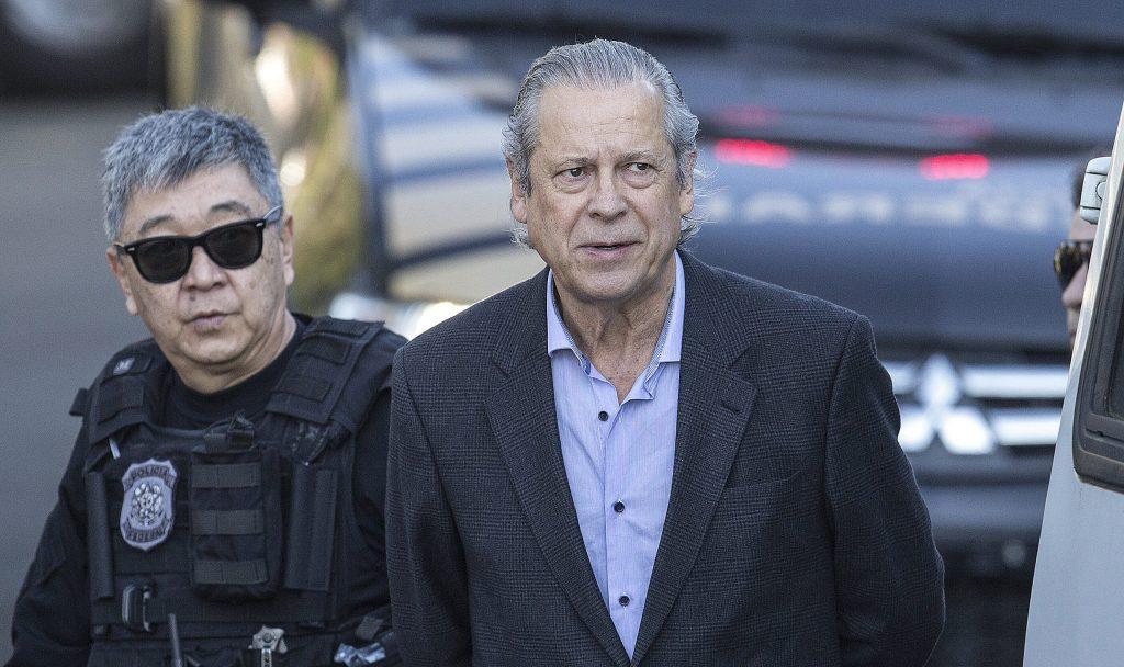 Resultado de imagem para O ex-ministro José Dirceu (PT) preso pela PF
